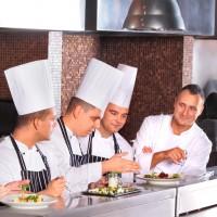 Restauracja 99 kucharze przy pracy