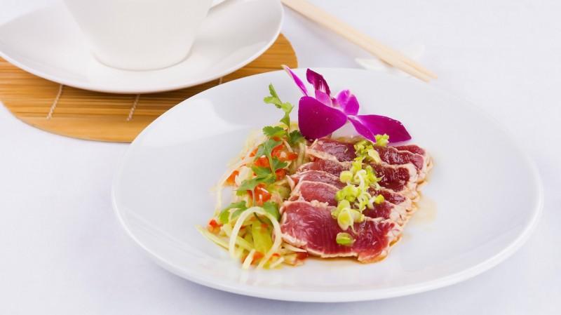 Tuńczyk tataki marynowany w sake